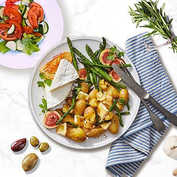 Cartofi cu brie și salată de roșii